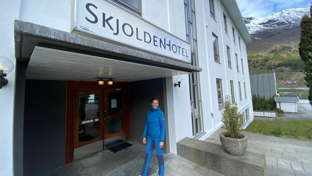 SKJOLDEN HOTEL: Siri Dalehaug frå Stavanger, og mannen Aslak Dalehaug frå Luster, kjøpte Skjolden Hotel i 2015. No såg dei fram til den femte sesongen ved hotellet.