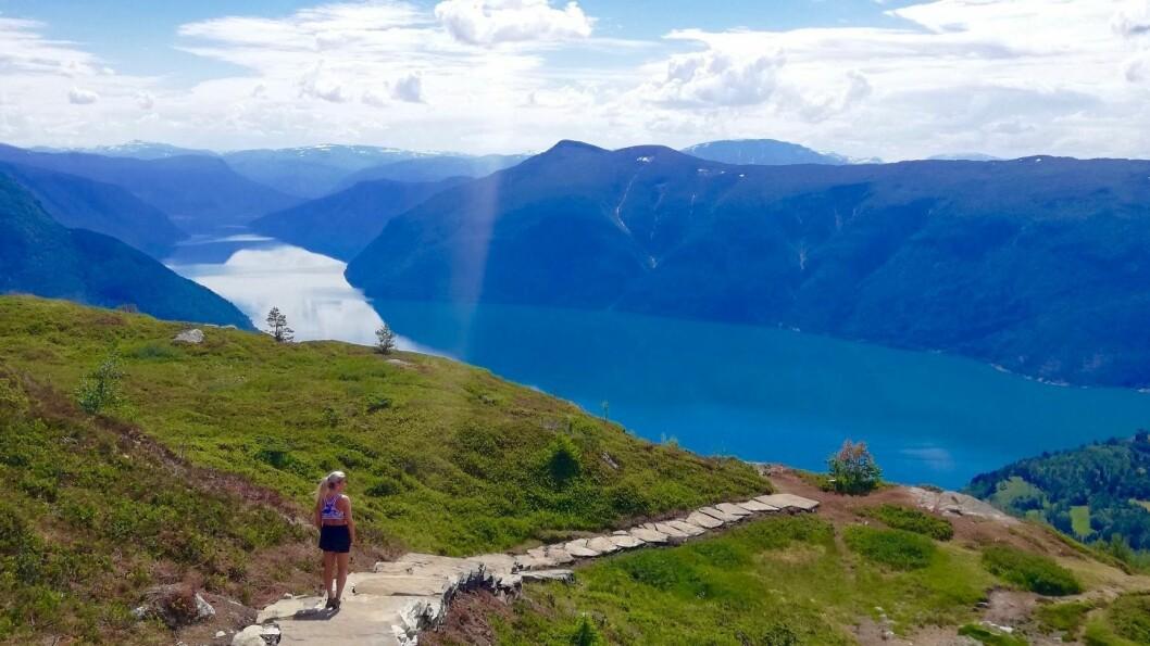 MOLDEN: Attraktive reisemål i Vestland ønskjer fleire nordmenn på ferie. Molden, fjellet på bildet, i Luster er eit populært turmål for turistar.