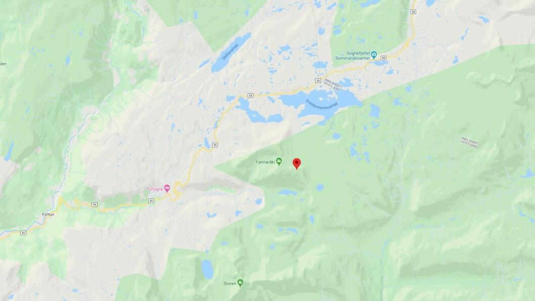 TRENG HJELP: Turfølgjet står fast ved ein fjelltopp i Hurrungane.