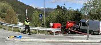 Trafikkulukke i Sogndal, bil køyrte inn i ein annan bakfrå