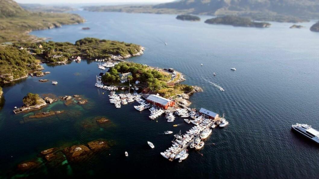 «Sail-in»: Det vert kanskje ikkje like tett mellom båtane som her, men i helga kan du få med deg to festspill-konsertar frå båten på Skjerjehamn i havgapet i Gulen.