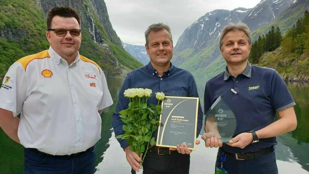 FEKK PRIS: Shell og Joker Gudvangen fekk pris for årets drivstoffstasjon i Shell 2019.
