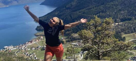 Siri (19) er glad for at heimstaden har høge fjell og djup fjord