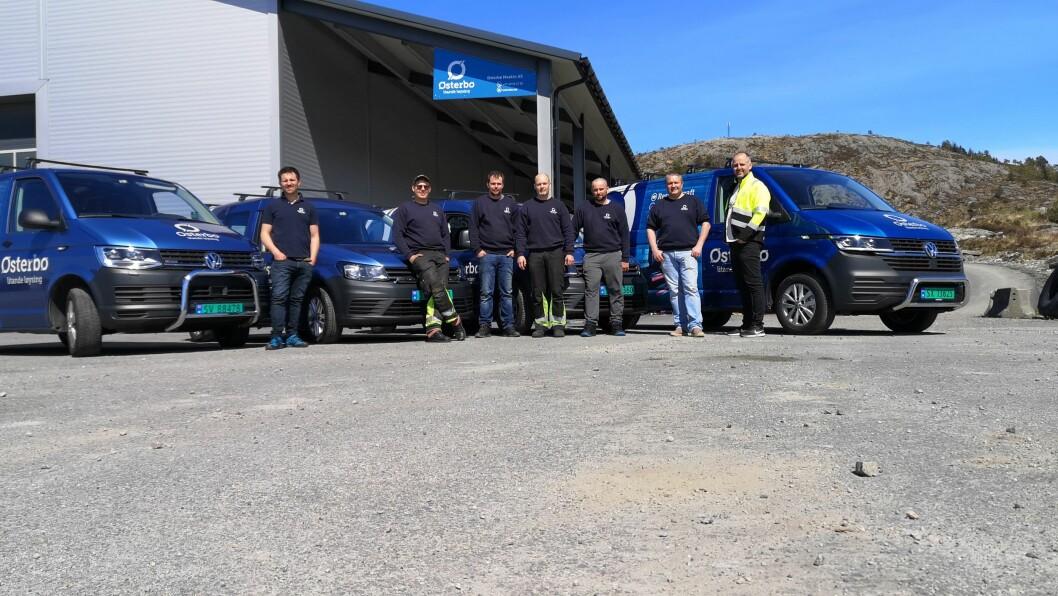 TEAM: Her er aggregat-teamet til Østerbø Maskin AS utanfor verkstaden i Sløvåg. Frå venstre: Ivar A. Garmann, Jetmund Høsteland, Jostein Birkeland, Lars-Åge Rasch, Pawel Ziolkowski, Arve Søreide og Magne Halland