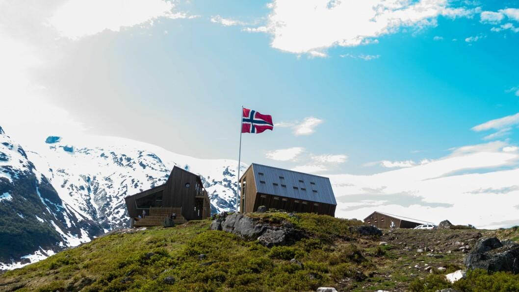TUNGESTØLEN: Hytta er teikna av arkitektfirmaet Snøhetta og blei opna av dronning Sonja i september.