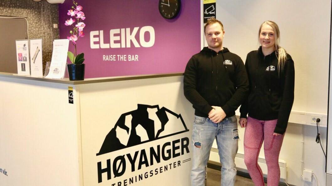 TRENING: Adrian Breidvik og Marita Asen ved Høyanger Treningssenter.