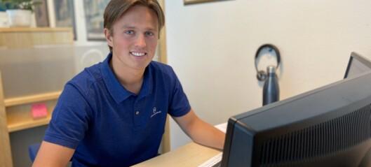Lars (20) brukar sommaren på å bli mange erfaringar rikare i banken