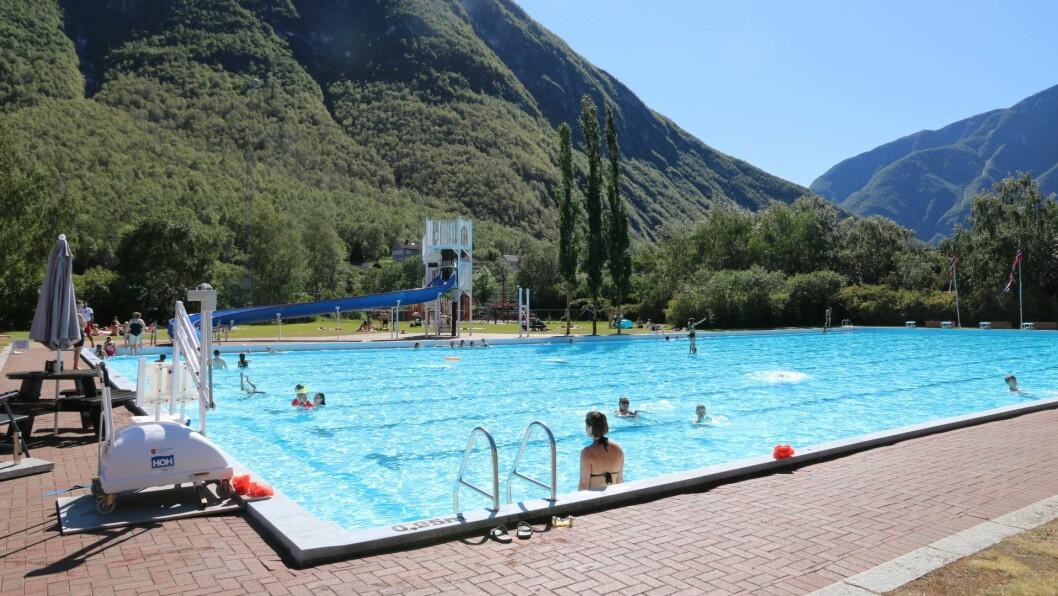FRILUFTSBAD: Utebassenget på Tangen opnar fredag, medan bassenget i Øvre opnar om svaret frå vassprøvane blir godkjend.