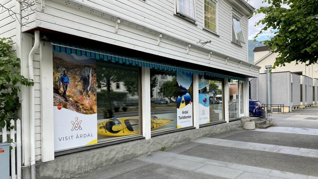 TURISTKONTOR: I dag opna turistkontoret i Årdal som skal drivast av 33 frivillige.