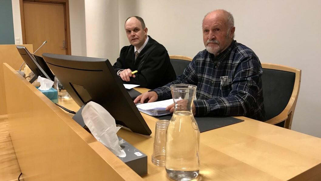 FRIFUNNEN: Alf Kollsete (til høgre) vart frifunnen for nettsjikane av lagmannsretten.