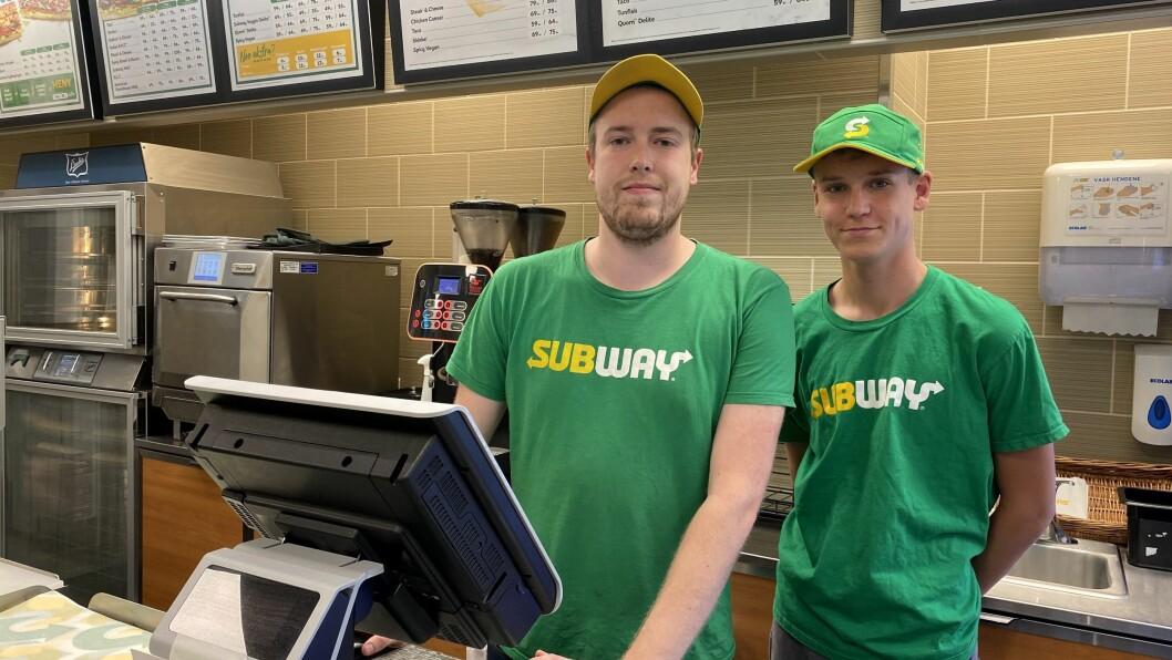 SUBWAY SOGNDAL: Joakim Lærum og kollegaen på Subway.