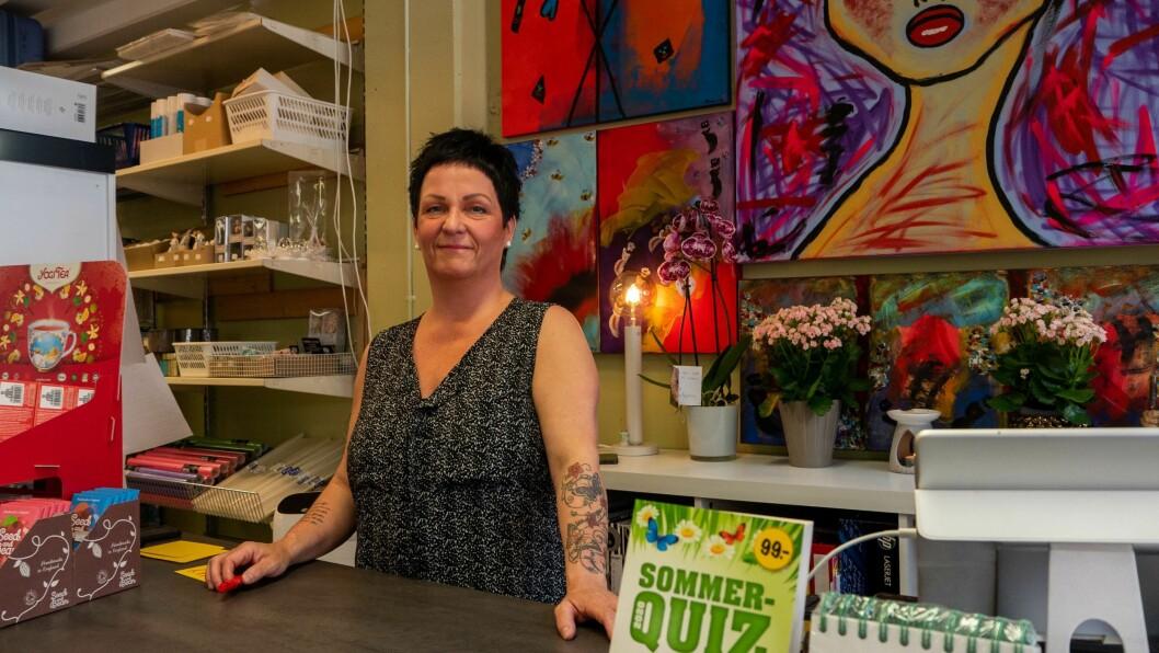 OMSETNAD: Etter at Mariann Viken Oppedal og mannen tok over bokhandlen i Gaupne har omsetnaden auka med 21 prosent.