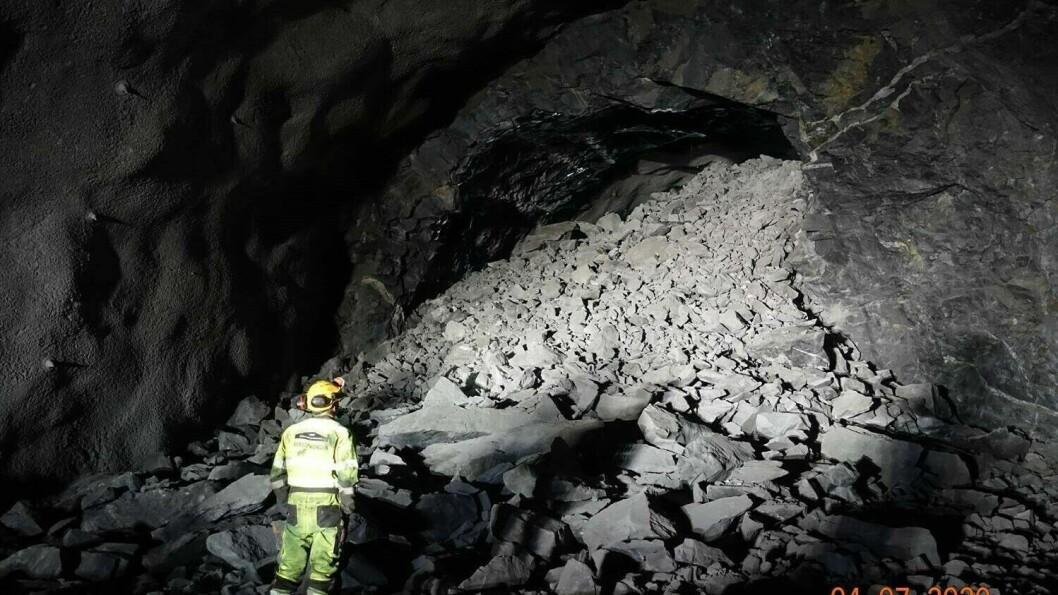 MILEPÆLE: Laurdag fekk dei gjennomslag på Ljotelitunnelen og kan ta ferie med godt samvit etter å ha nådd denne milepælen.