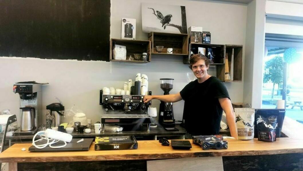NY KAFÈ: I desember opna Kjetil Russenes butikk for Sognefjordkaffibrenneri i Sogndal. I helga opna han ein ny i Førde.