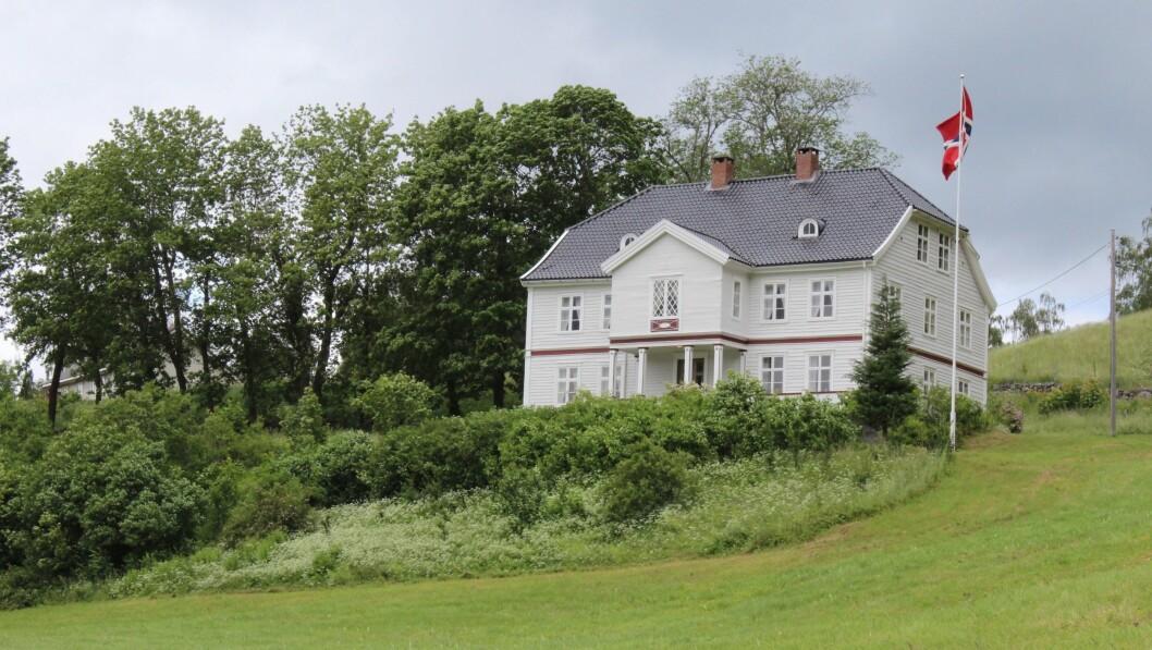 FÅR STØTTE: Munthehuset i Luster skal få nye vindauge. No er det eitt av tre verna bygg i Luster som får tilskot frå fylkeskommunen.