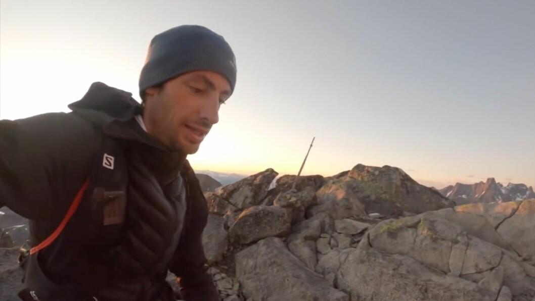UTFORSKING: Kilian Jornet ønskte å utforska Hurrungane frå soloppgang til solnedgang. Førebuingane avgrensa seg til å studera ruta på kart.