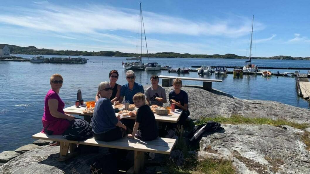 POPULÆRT: Pizzabakaren fortel at folk kjem frå både Gulen og Masfjorden kommune for å ete pizza. I tillegg er det mange hyttefolk og turistar innom.