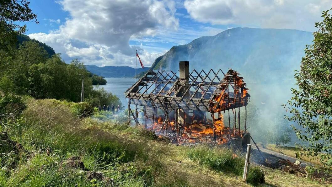 BRANNSIKKERHEIT: Brannøving i Ikjefjorden tidlegare denne månaden.