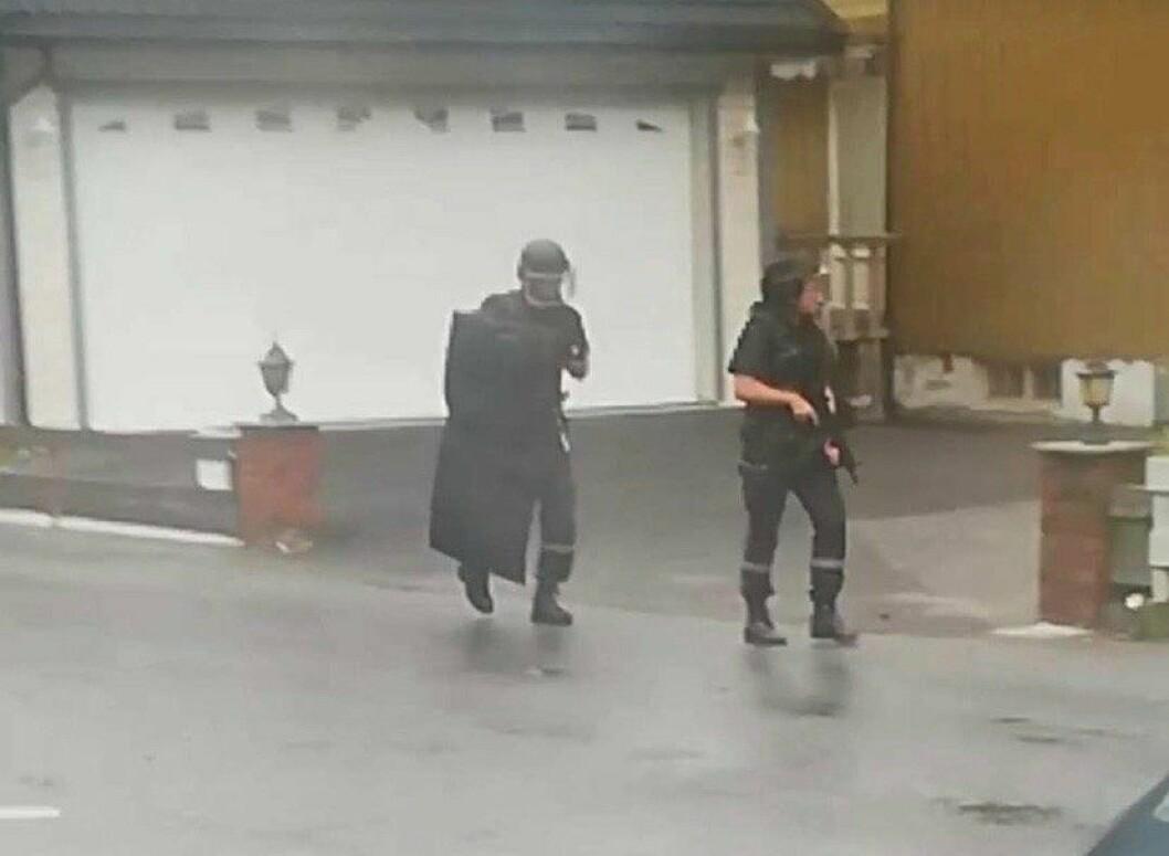 UTRYKKING: Politiet har sundag kveld vore på utrykking i Øvre Årdal.