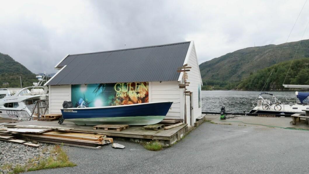 DYKKING: Husrevet til Gulen Dive Resort ligg like utanfor kaia på Nyborg ved Dalsøyra.