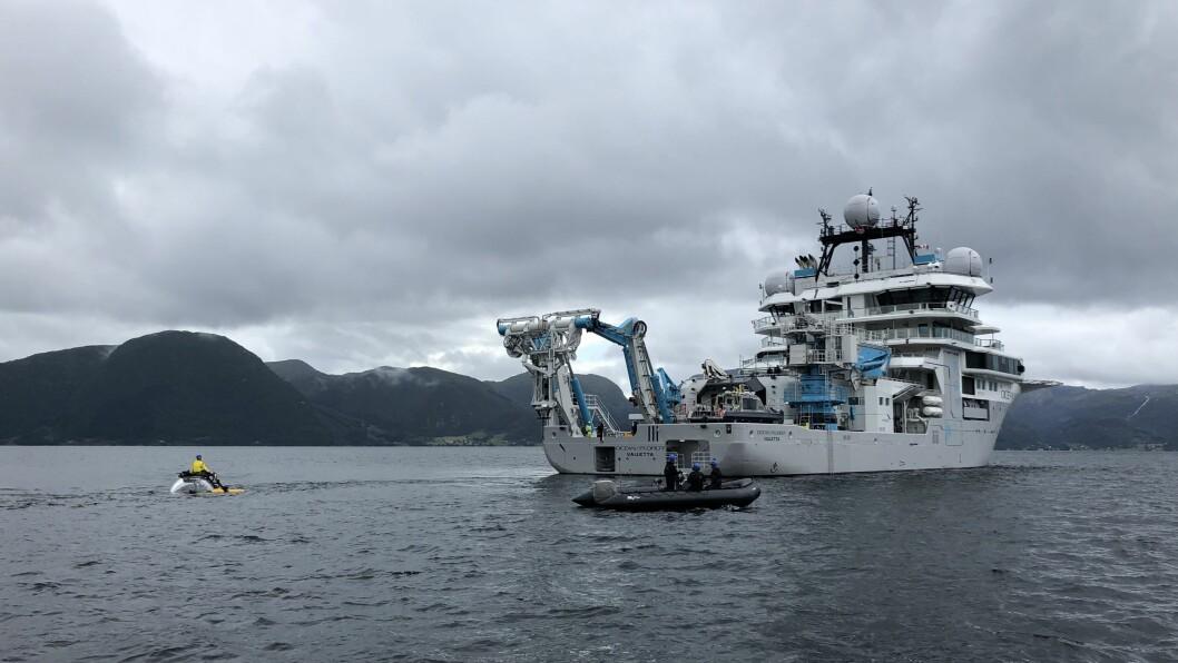 STORT: Det toppmoderne skipet har låge på fjorden i fleire dagar.