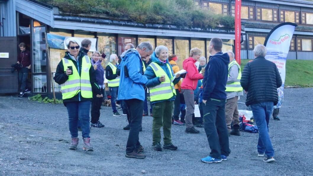 KAFFI: Fleire aksjonsgrupper mot vindkraft inviterte onsdag til frukostkaffi ved Dyrkolbotn fjellstove for å markere synest sitt overfor politikarar.