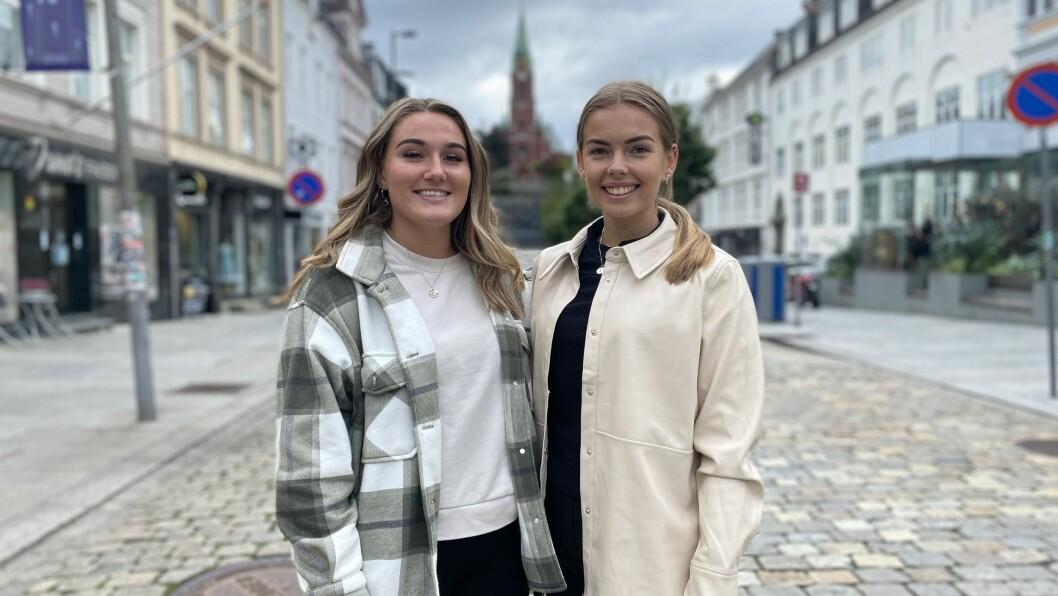 STUDENTAR I BERGEN: Siri Sandvik og Lene Teigen.