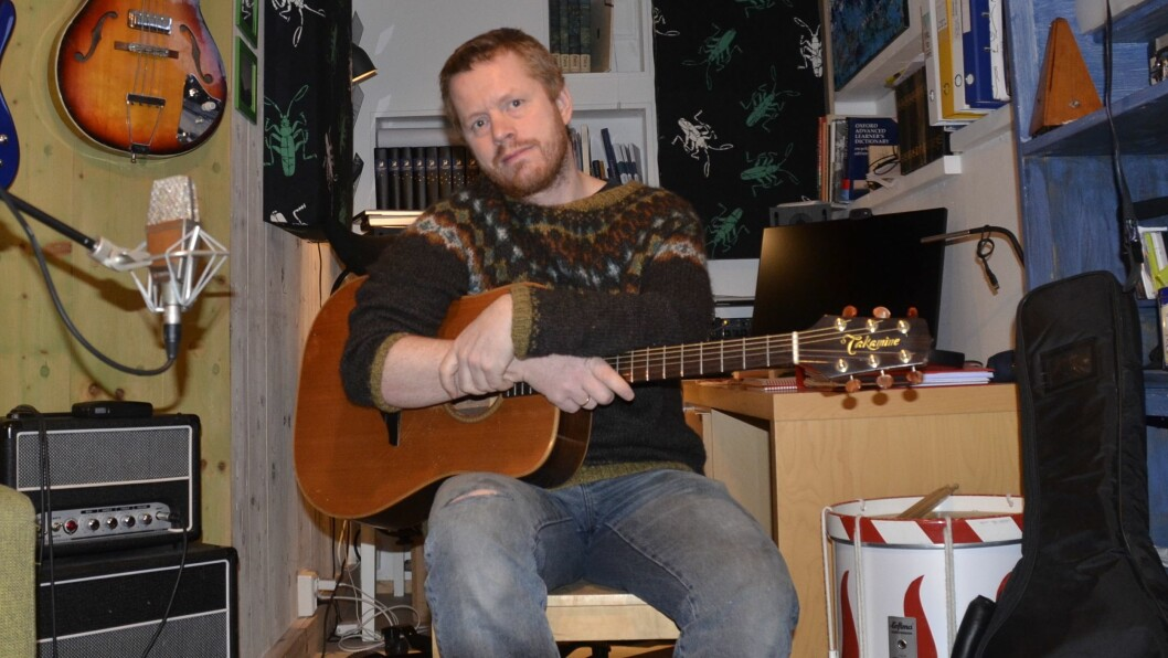 KLAR TALE: Lærar og musikar Eivind Ødegård frå Fjærland meiner den omstridde presten Mikael Bruun ikkje er det eigentlege problemet.