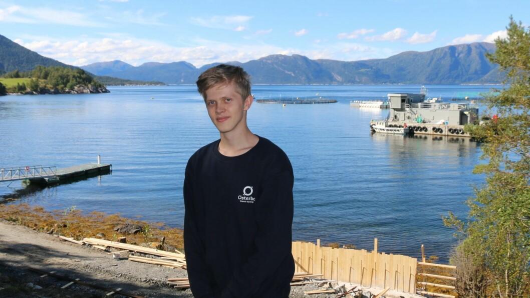 MÅ VERE PÅ: Adrian Ånneland kjenner seg ikkje aleine, sjølv om han er ny i ei lita bygd. – Det er ein god del på min alder her, så eg manglar ikkje så mykje på det sosiale. Det er berre at ein må oppsøke det, og vere påskrudd sjølv.