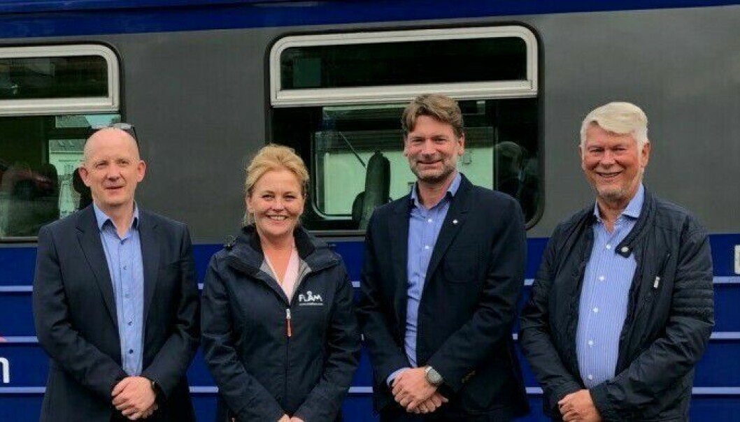 NØGD: Frå venstre- Karl Aksel Vik (Taraldsvik AS, styreleiar i Arctic Train Holding), Solrun Hjelleflat (dagleg leiar Flåm AS), Kjetil Strand (dagleg leiar PRS Holding AS) og Per Strand (styreleiar PRS Holding AS)