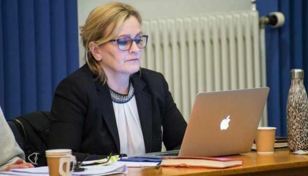 KRITISK: Rita Navarsete er kritisk til at kommunal administrasjon er føreslått flytta frå Sogndal og Balestrand til Leikanger.