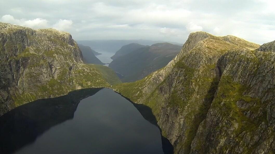 NYKJEVATNET: Frå Nykjevatnet får vatnet over 600 meter fall ned til turbinen.