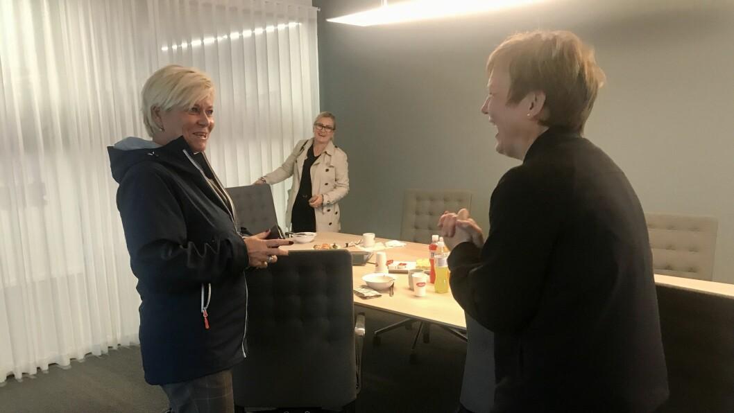 GOD TONE: Frp-politikar Siv Jensen og Trine Lerum Hjellhaug fann tonen då dei tysdag møttest for å diskutera næringspolitikk og  rammevilkår.