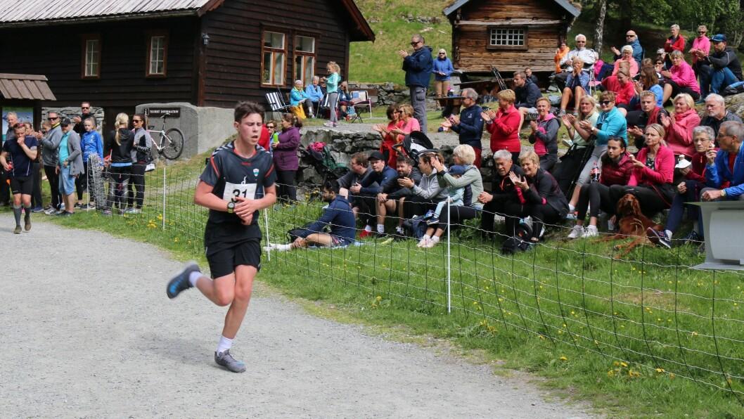 LØPSTALENT: August da Silva Sveen (16) byrja å satsa på friidrett for to år sidan. Sidan har han teke store steg. Her frå Vettisløpet i fjor.