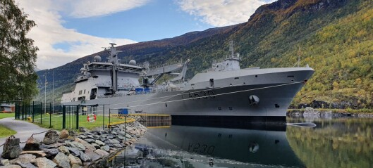 Her ligg det største krigsskipet i Norge til kai i Flåm