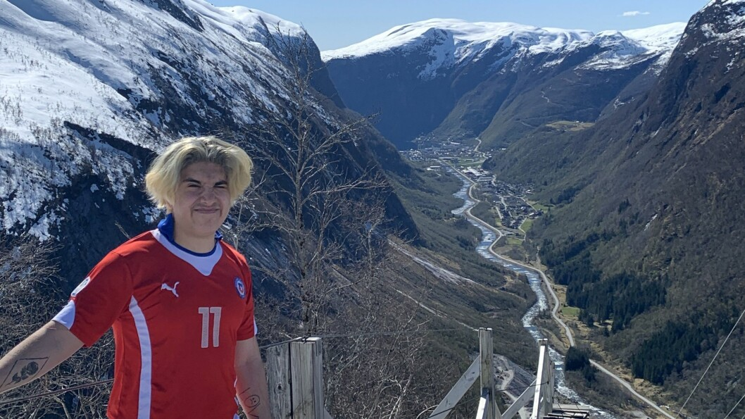 HEIME: Carlos Silva på toppen av Trappene i Høyanger.