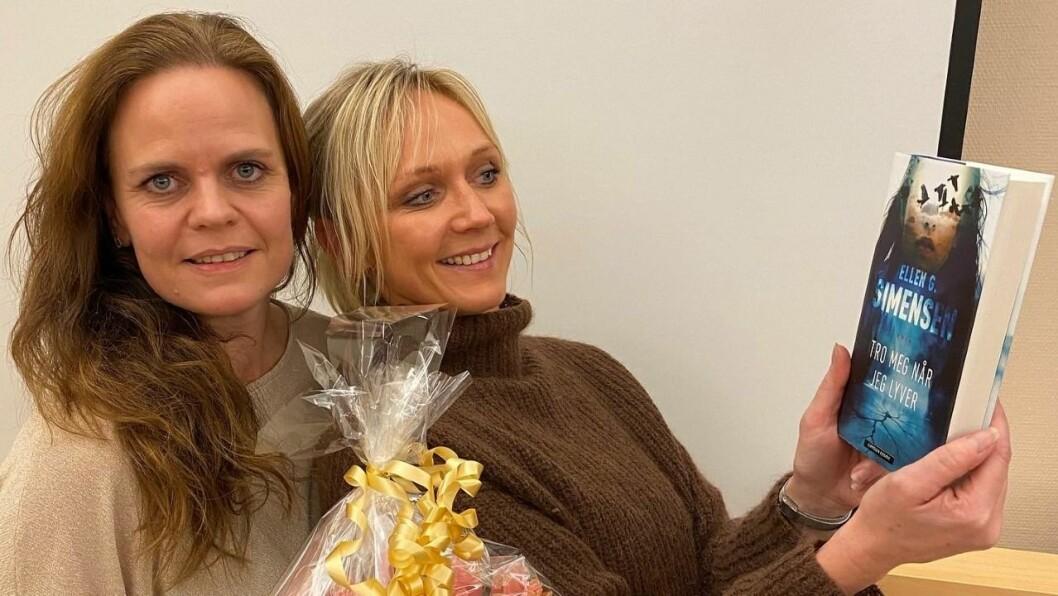 Ellen G. Simensen (til venstre) saman med kusina Beate Haugland. Sistnemnde har vore testleser for manuset til boka.