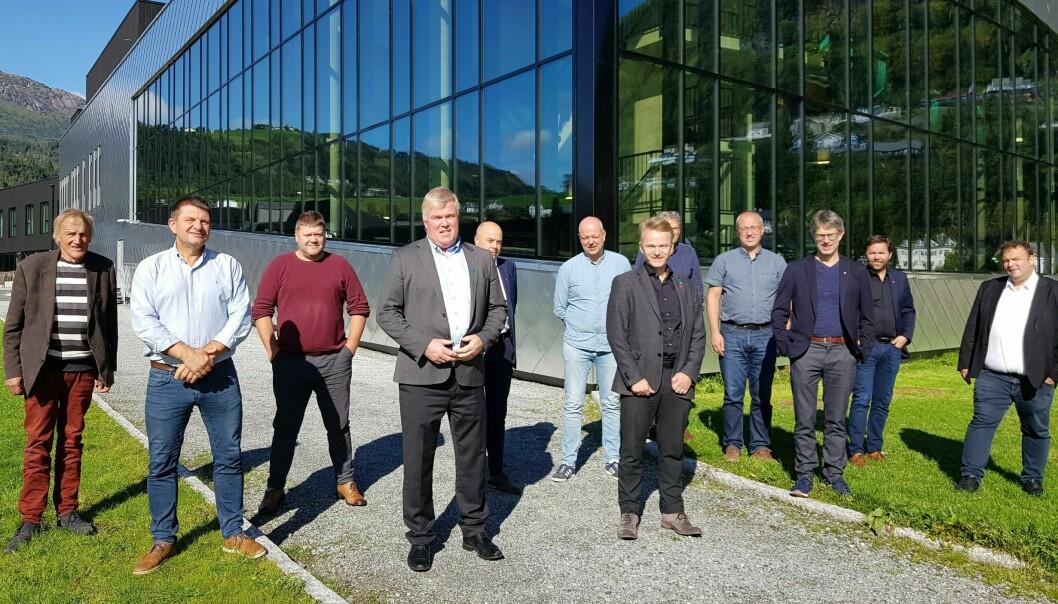 Ordførarar i Hardangerrådet og Sogn regionråd på felles rådsmøte i Øystese.