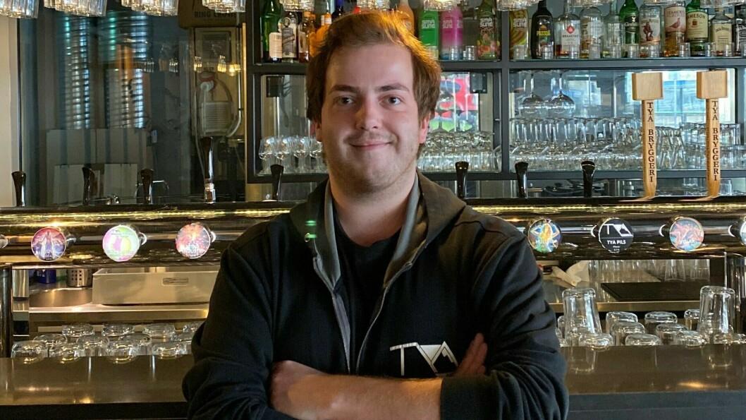 PÅ TYA: Her er Iben Storli Øvstetun på Tya der han har ein av to jobbar.