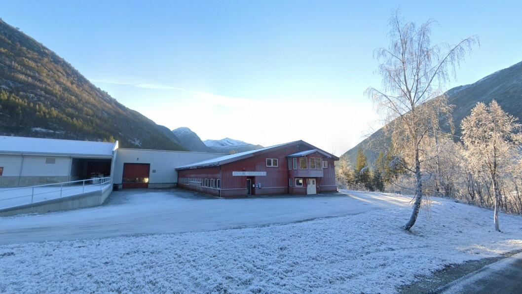 HELD KOKEN: Jostedal Industrier er einaste produsent av operasjonsbord i Norge. No vil dei satsa vidare med ein ny serie.
