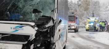 Bussjåføren uskadd etter samanstøyten
