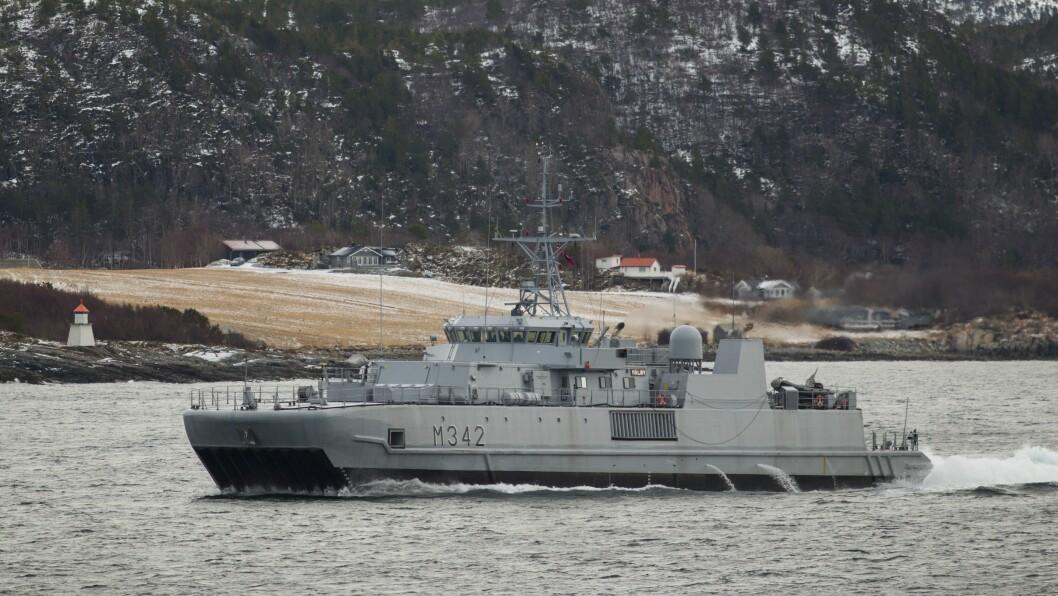 KNM MÅLØY: Her er eit av fartøya Forsvaret disponerer til minerydding på øvelse i Trøndelag under Cold Response 2016.