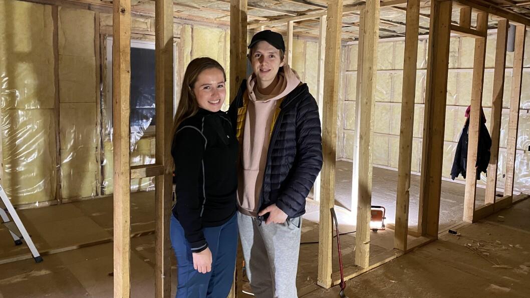 RENOVEING: Kjetil Hunshammer og Kaja Andersen pussar opp eit 70-talshus i Kvevegen.