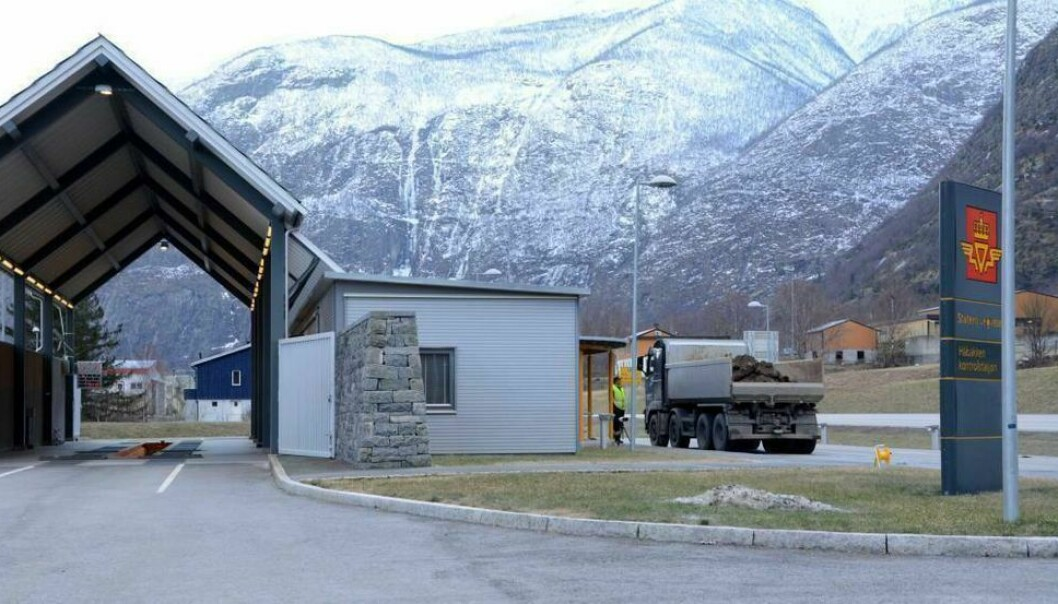 LÆRDAL: Statens vegvesen kontrollerte over 100 tungbilar måndag ettermiddag.