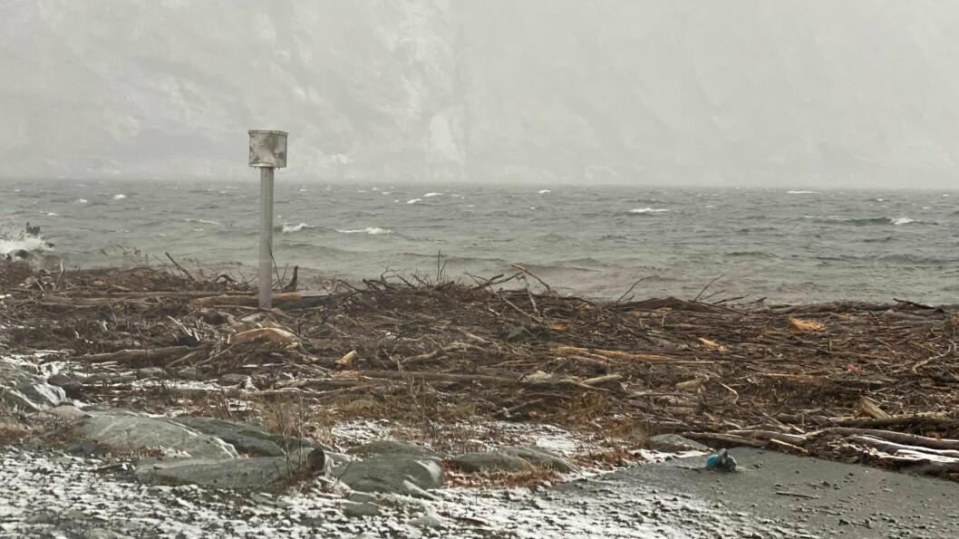 STILLE ETTER STORMEN: Natta i Sogn var prega av vind, mykje nedbør, og fleire plassar, som her i Årdal, vart naturen prega av uvêret.
