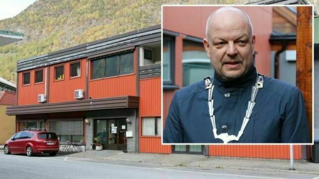 – URIMELEG: Mottaket er for lengst nedlagt, men kommunen er framleis økonomisk ansvarleg for to asylborn etter omsorgsovertaking. – Urimeleg, meiner ordførar Hilmar Høl (innfelt).