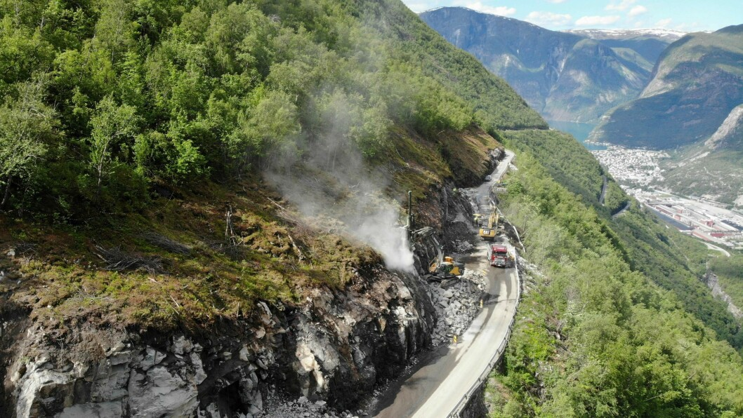 BYGGELEIAR: Fem menn ønsker å bli byggeleiar for tunnel i Vestland fylke. Her frå bygginga av Ljotelitunnelen i Årdal.