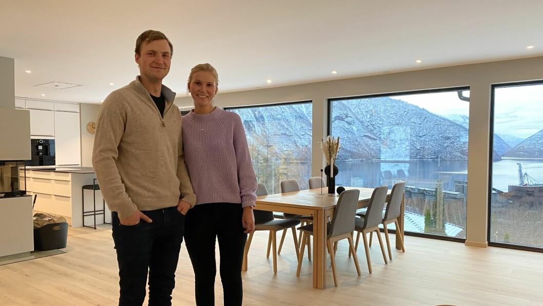 ÅRDALSTANGEN: Jørgen O. Hæreid og Kristin Veheim fortel om renoveringa på Tippen.