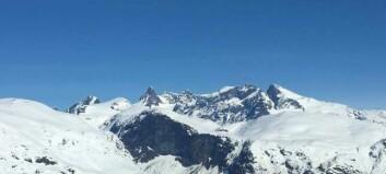 Skårfast på isbree: To menn er henta ned med redningshelikopter