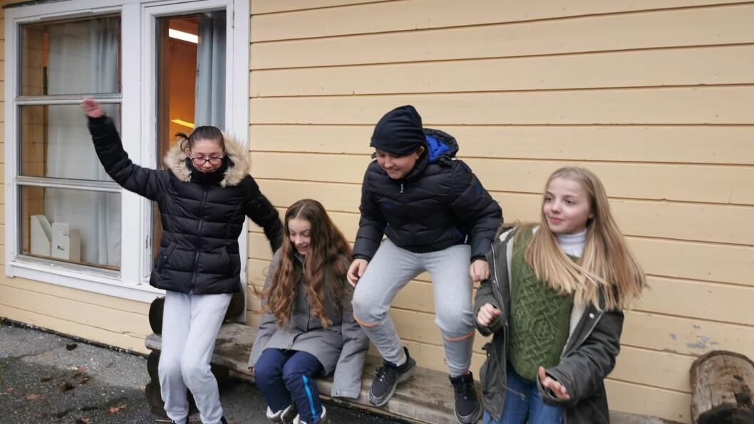 JULEGLEDE: Med berre nokre få veker att, er energinivået svært høgt når elevane på Norane skule blir bede om å dele sine  tankar om den nært føreståande juleferien. Frå venstre: Elisabeth Nornes, Stine Gustavsen Fimreite, Nicolai Robøle og Martine Lorentzen Brenden.